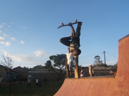 Copy of Faruq hand plant 90'